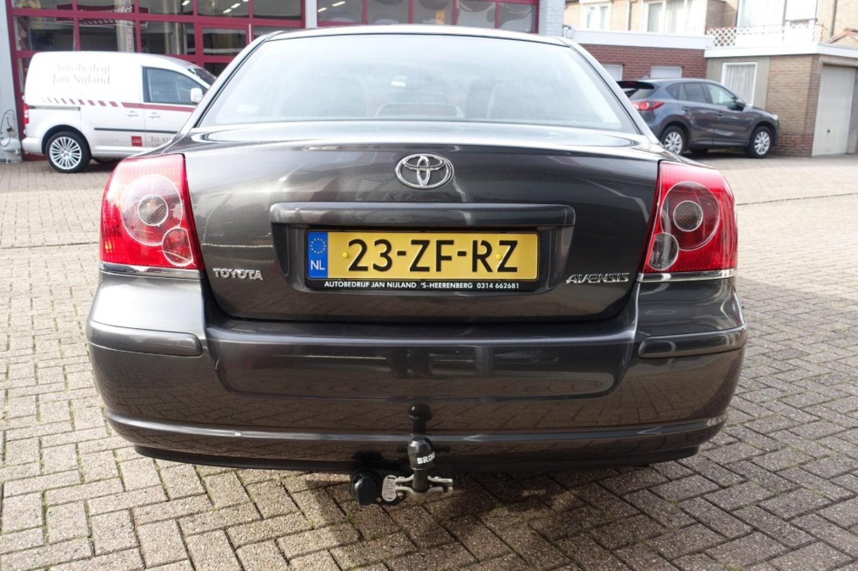 Toyota-Avensis-7