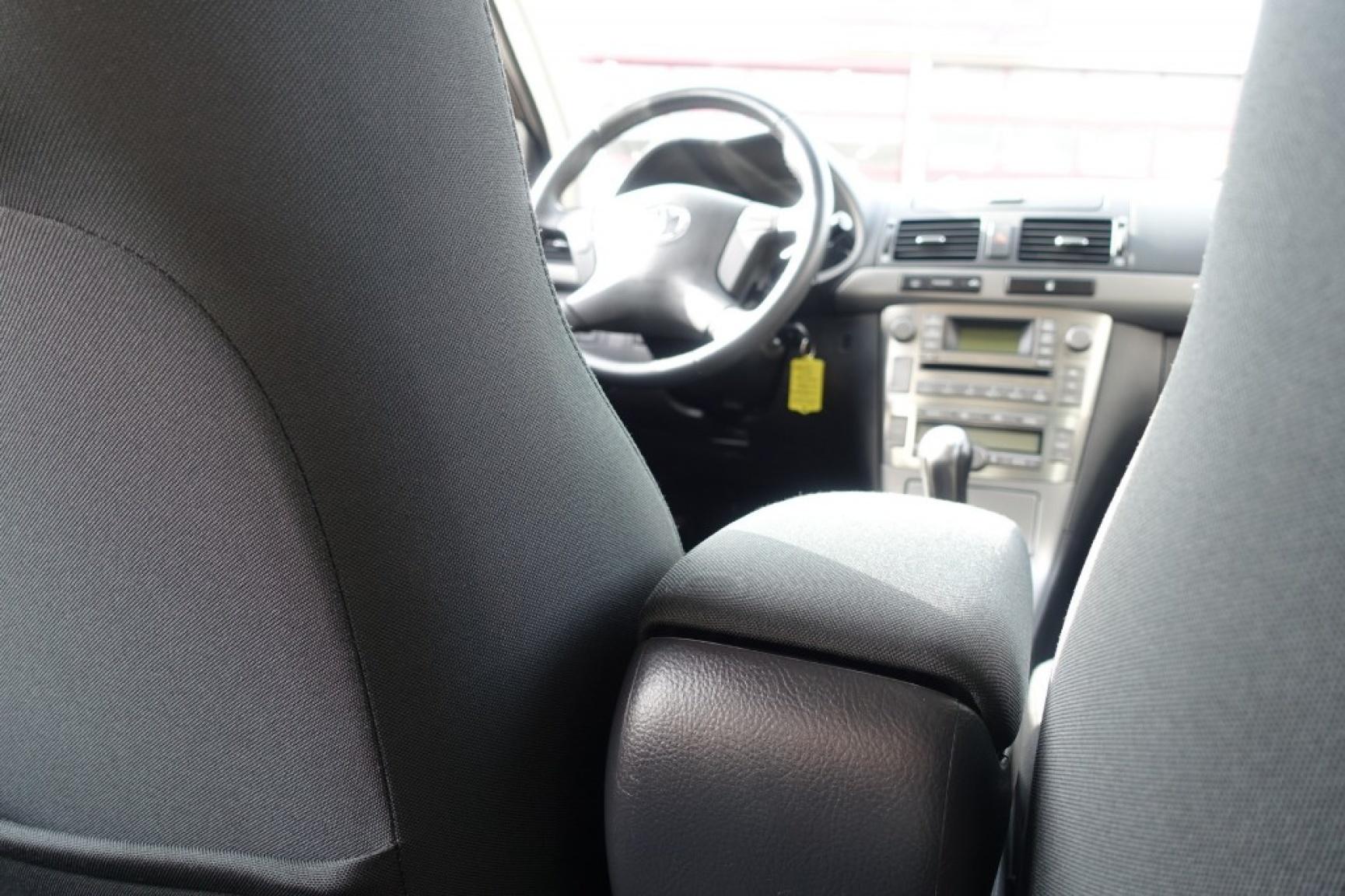 Toyota-Avensis-22