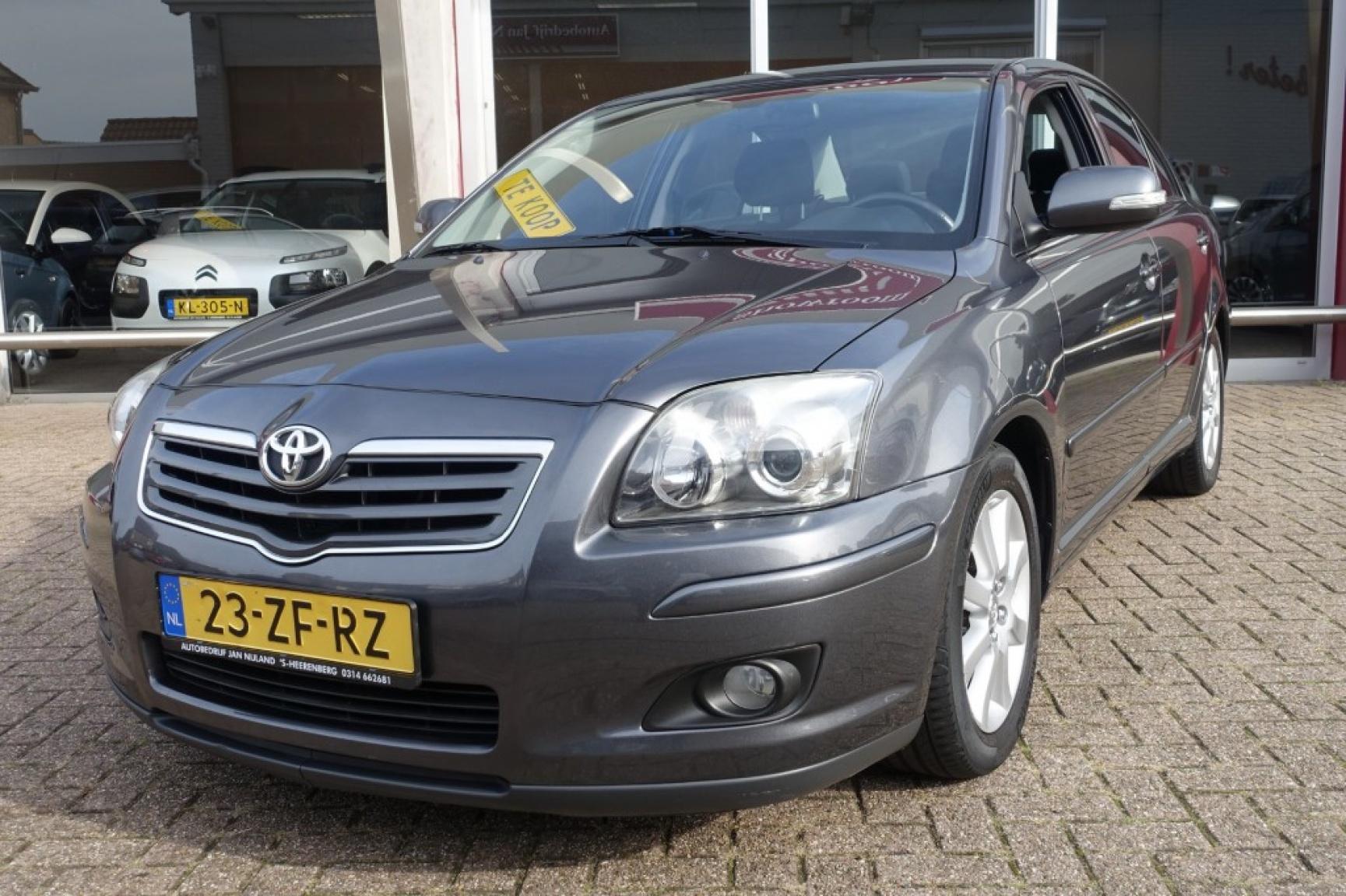 Toyota-Avensis-1