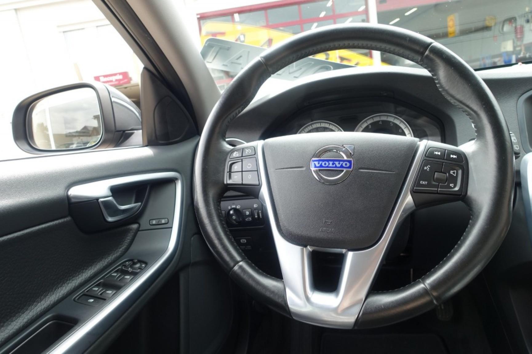 Volvo-V60-25