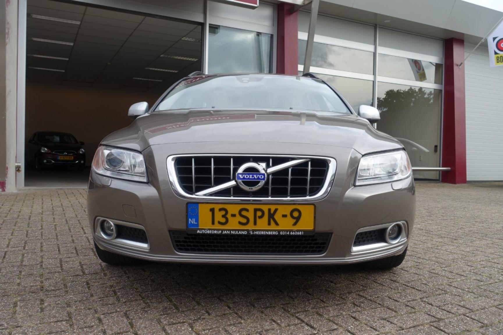 Volvo-V70-17
